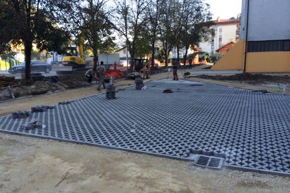 Obnova poti blokovskega naselja Debro